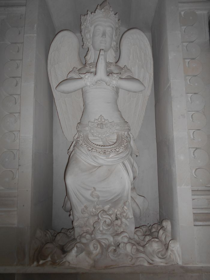 Balijski anioł w Katedrze Katolickiej