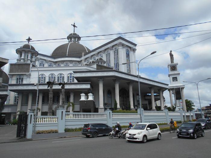 Imponujący budynek Kościoła Katolickiego w Pontianiak