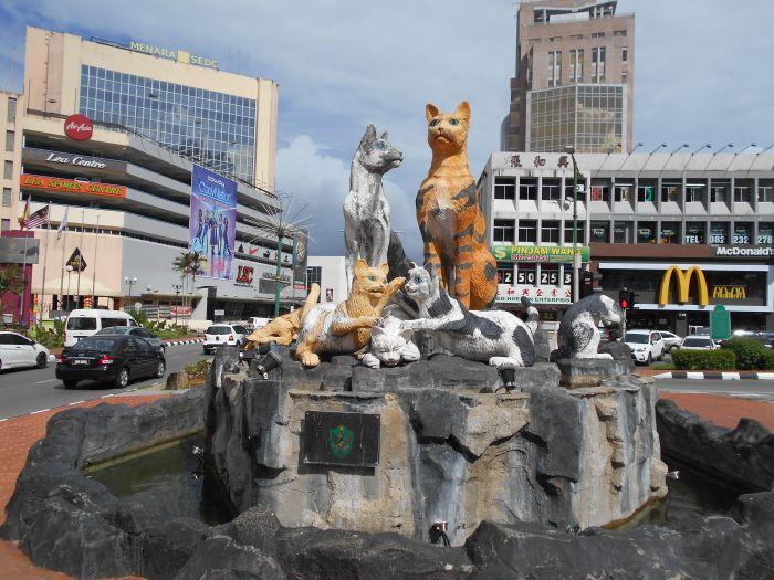 W Kuching koty są wszędzie