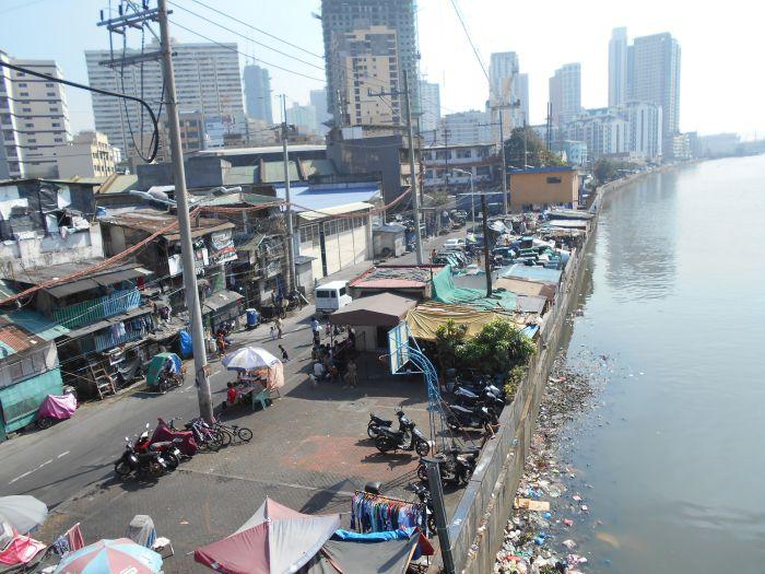 Manila widziana z mostu nad rzeką Pasing