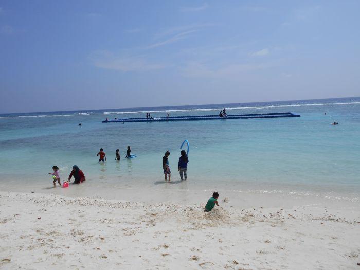 Na publicznej plaży na Malediwach wolno być tylko w ubraniu