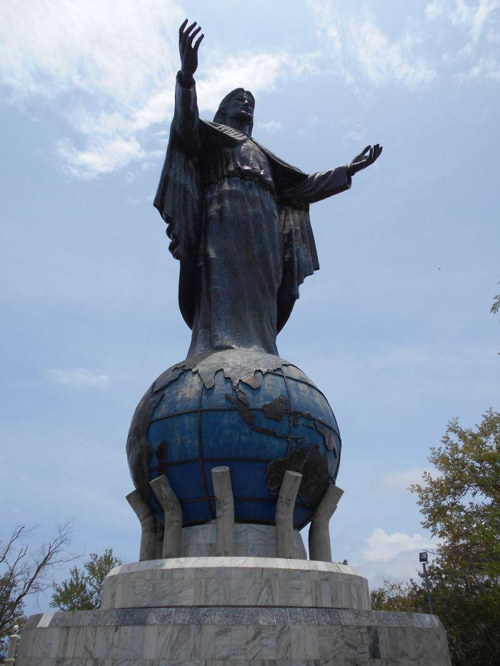 Dili - nad stolicą Timoru Wschodniego góruje pomnik Jezusa