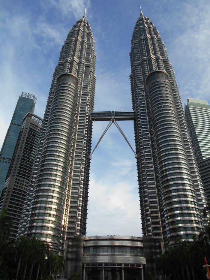 452 m wysokie Wieże Petronas to nieoficjaly symbol Malezji